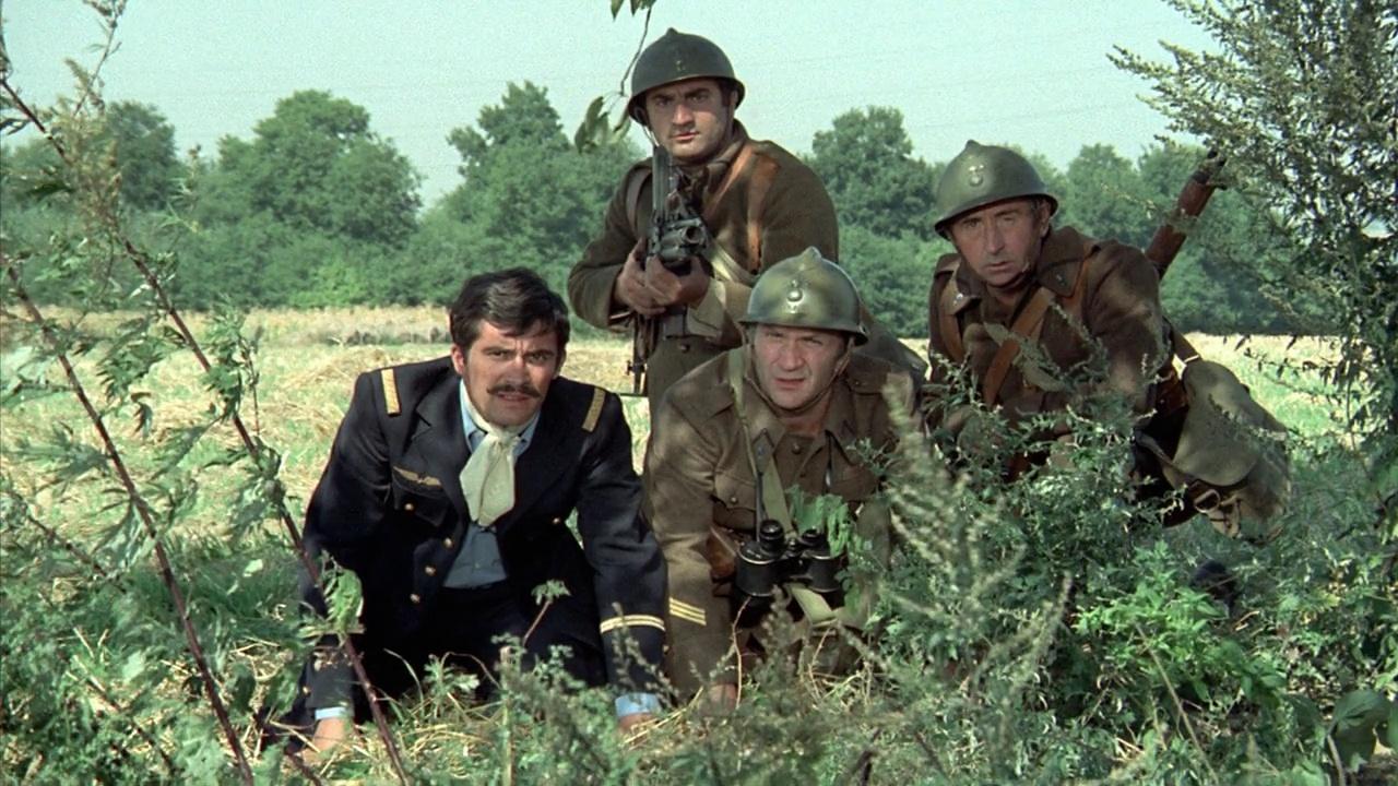 des soldats en tenaille durant un instant d'observation dans le film